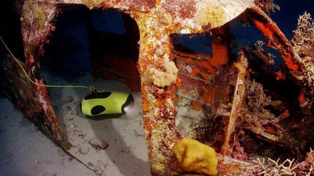 QYSEA FIFISH P3 Underwater Inside airplane