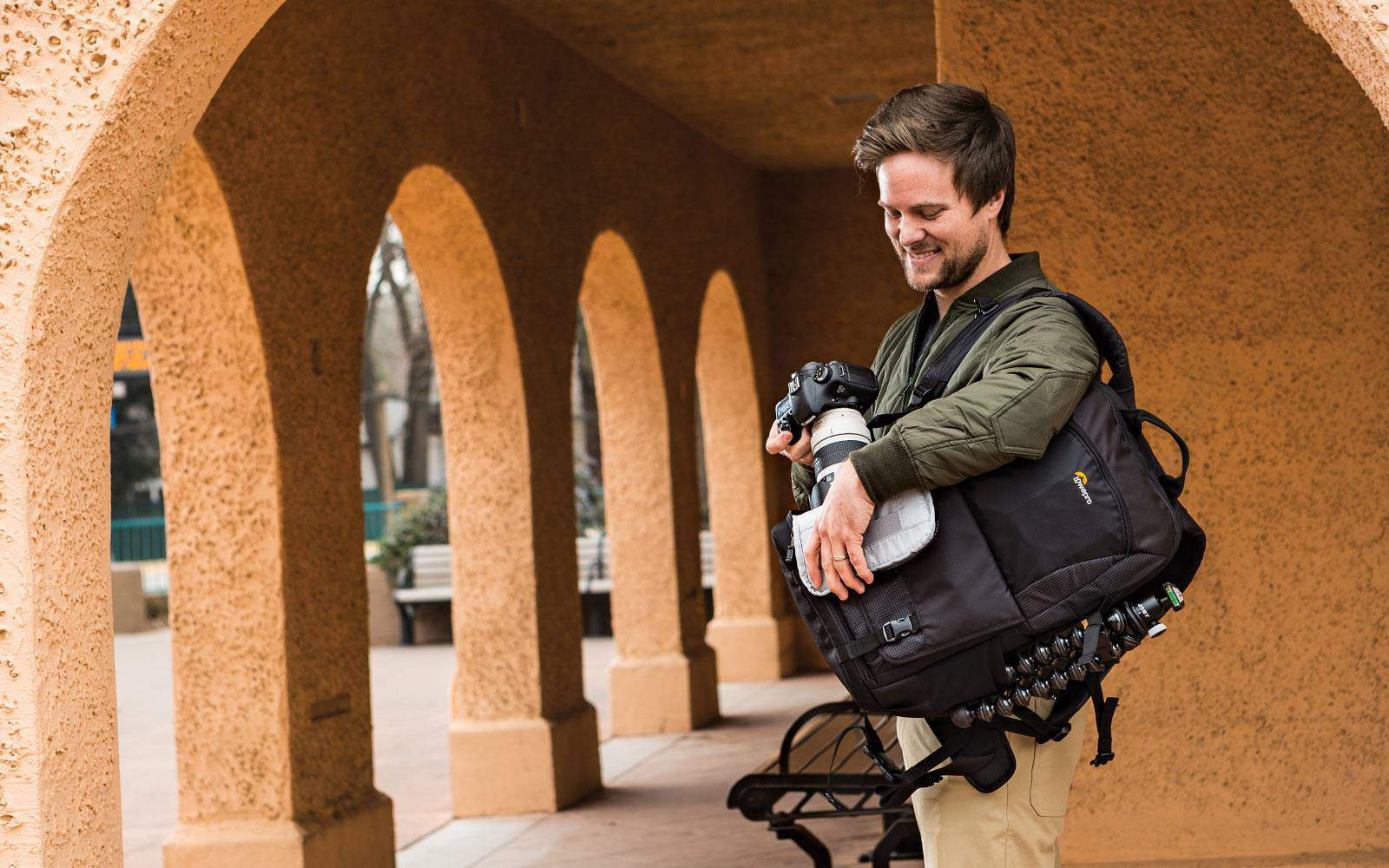 Lowepro Fastpack BP250 access